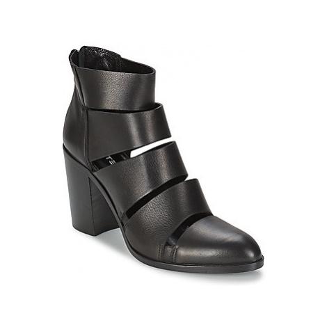 Strategia AVEZZANO women's Low Ankle Boots in Black