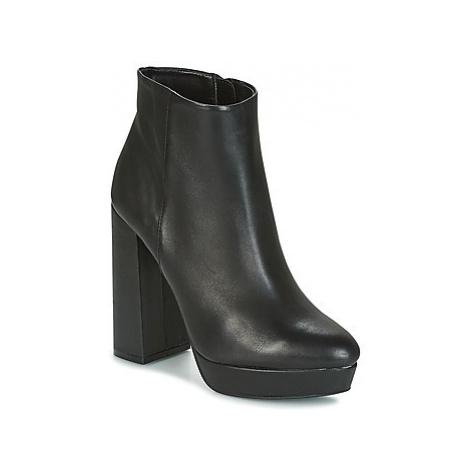 Buffalo - women's Low Ankle Boots in Black
