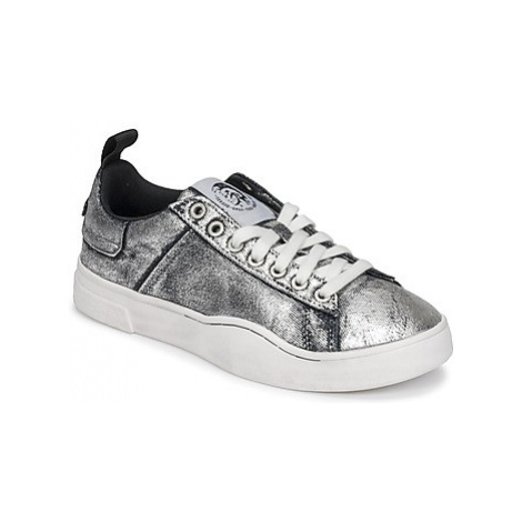 Diesel S-CLEVER LOW W women's Shoes (Trainers) in Silver