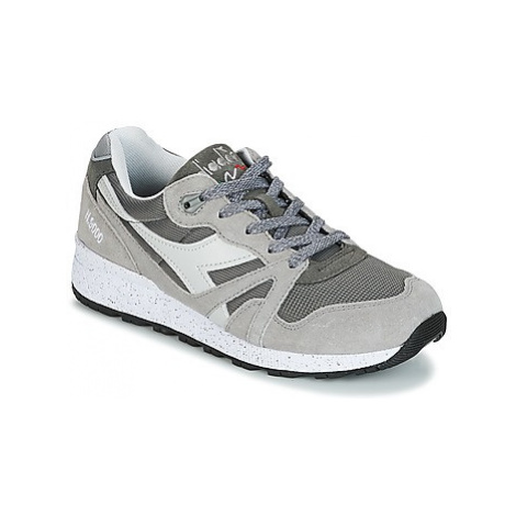 Diadora N9000 SPECKLED men's Shoes (Trainers) in Grey