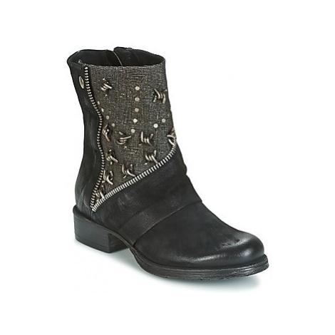 Dream in Green HOULA women's Mid Boots in Black
