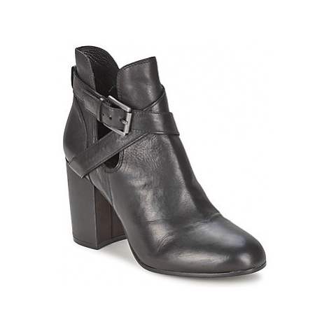 Ash FAMOUS women's Low Ankle Boots in Black