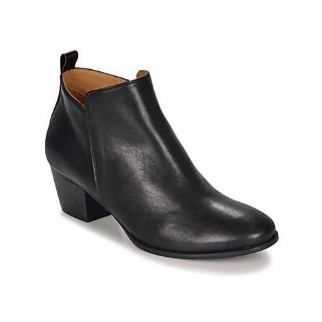 Emma Go WALLACE women's Low Ankle Boots in Black