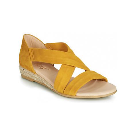 Betty London JISABEL women's Sandals in Yellow