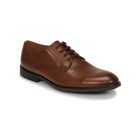 Clarks RONNIE WALK men's Casual Shoes in Brown
