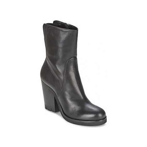 Strategia GUANTO women's Low Ankle Boots in Black